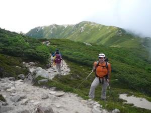 ⑩駒への長い登りと背後の将棋頭への稜線